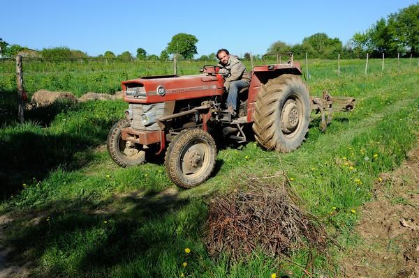 Mickaël sur son tracteur 04/05/2016